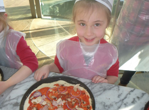 Apple class learn to cook pizza at Pizza Express